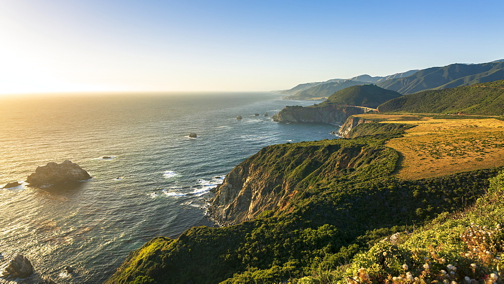 The Pacific coast in Pfeiffer Big Sur State Park between Los Angeles and San Francisco in California - 1276-200