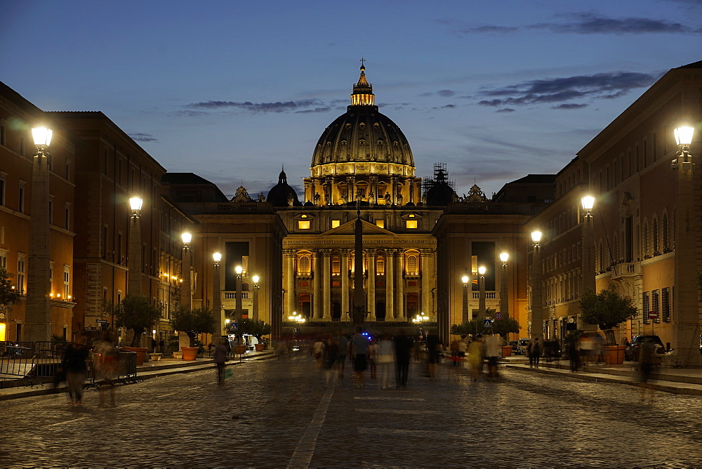 St. Peter's Cathedral night view with passing crowd, from Via della Conciliazione, Rome, Lazio, Italy, Europe - 1278-5