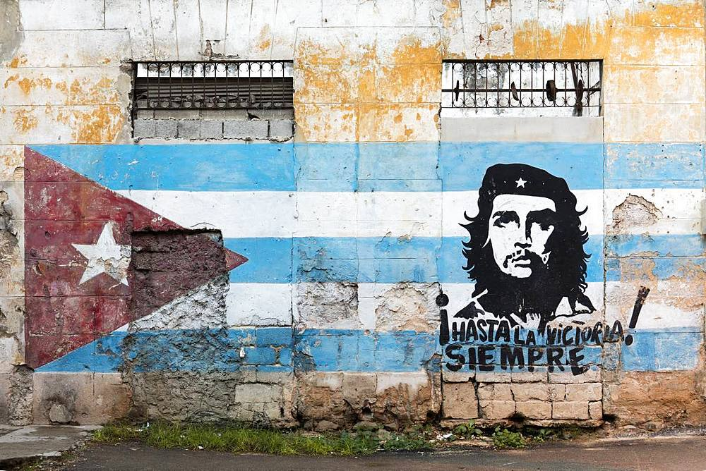Painting of Che Guevara and Cuban flag on a wall. Havana, Cuba, West Indies, Caribbean, Central America