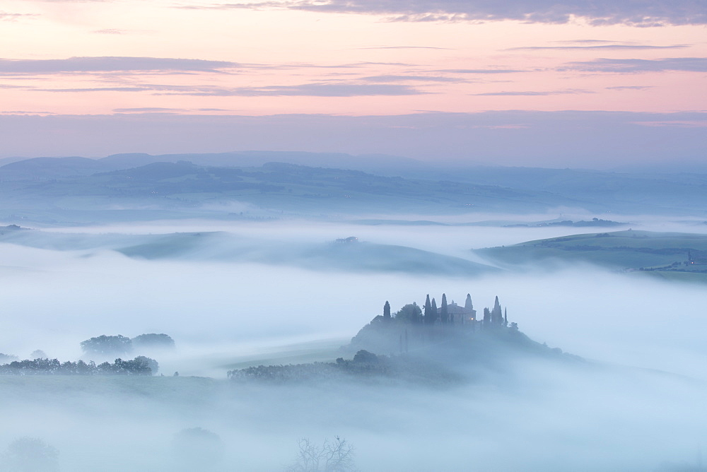 Podere Belvedere and mist at sunrise, San Quirico d'Orcia, Val d'Orcia, UNESCO World Heritage Site, Tuscany, Italy, Europe - 1284-120