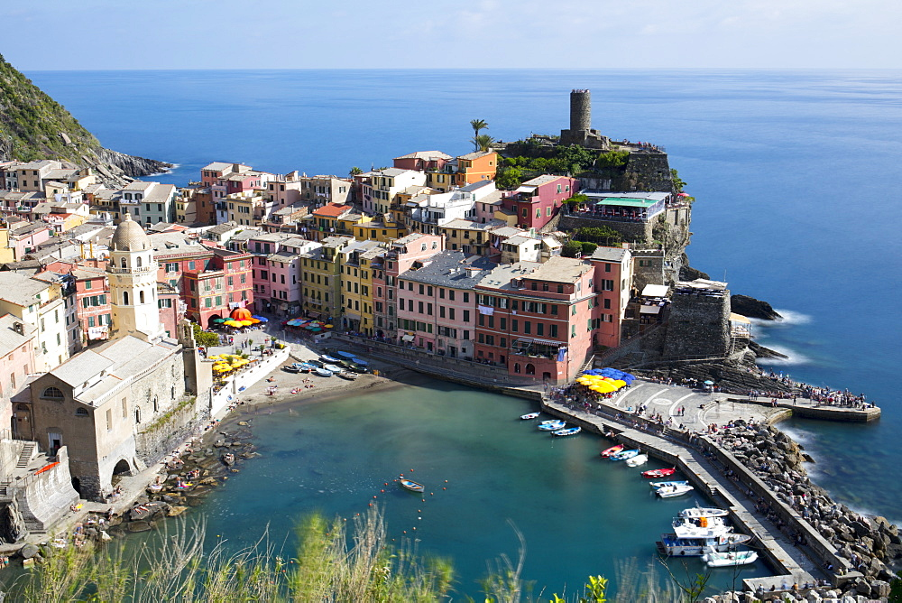 Vernazza on a sunny day, Cinque Terre, UNESCO World Heritage Site, Liguria, Italy, Europe