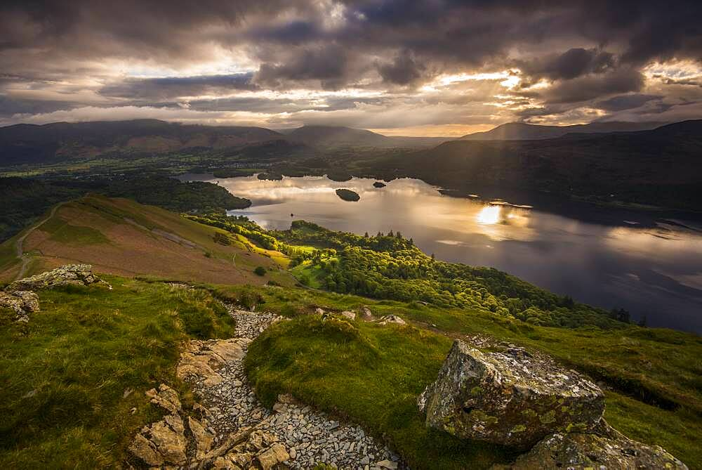 Sunrise over Derwentwater from the ridge leading to Catbells in the Lake District National Park, UNESCO World Heritage Site, Cumbria, England, United Kingdom, Europe - 1287-37