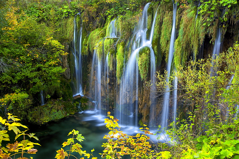 Waterfalls in Plitviche National Park, UNESCO World Heritage Site, Croatia, Europe - 1299-35