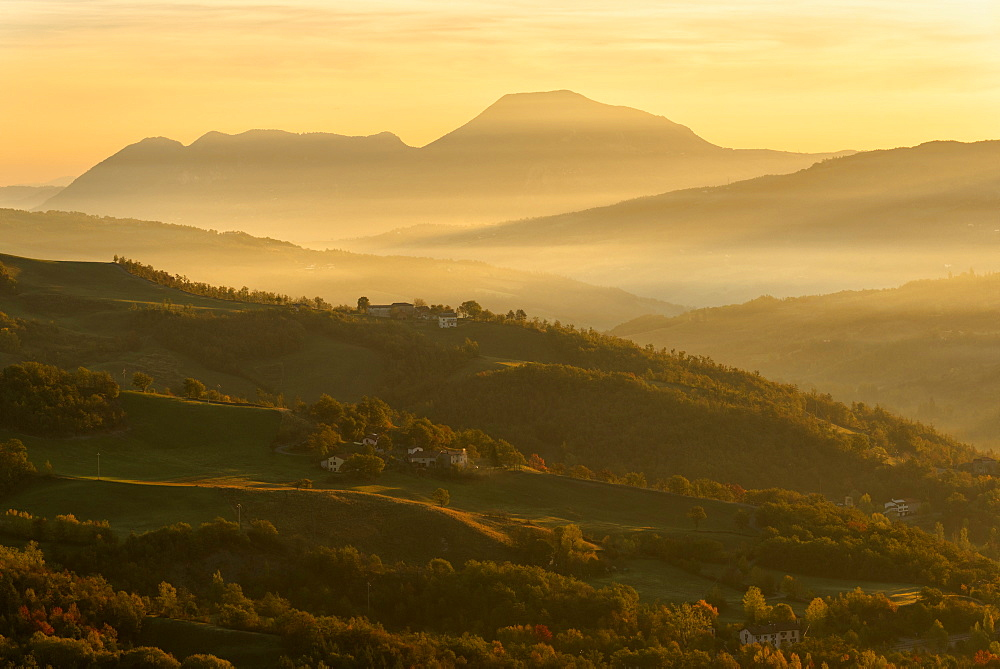 Autumn in Tosco Emiliano Apennines at dawn, Apuan Alps, Lizzano in Belvedere, Emilia Romagna, Italy, Europe - 1299-91