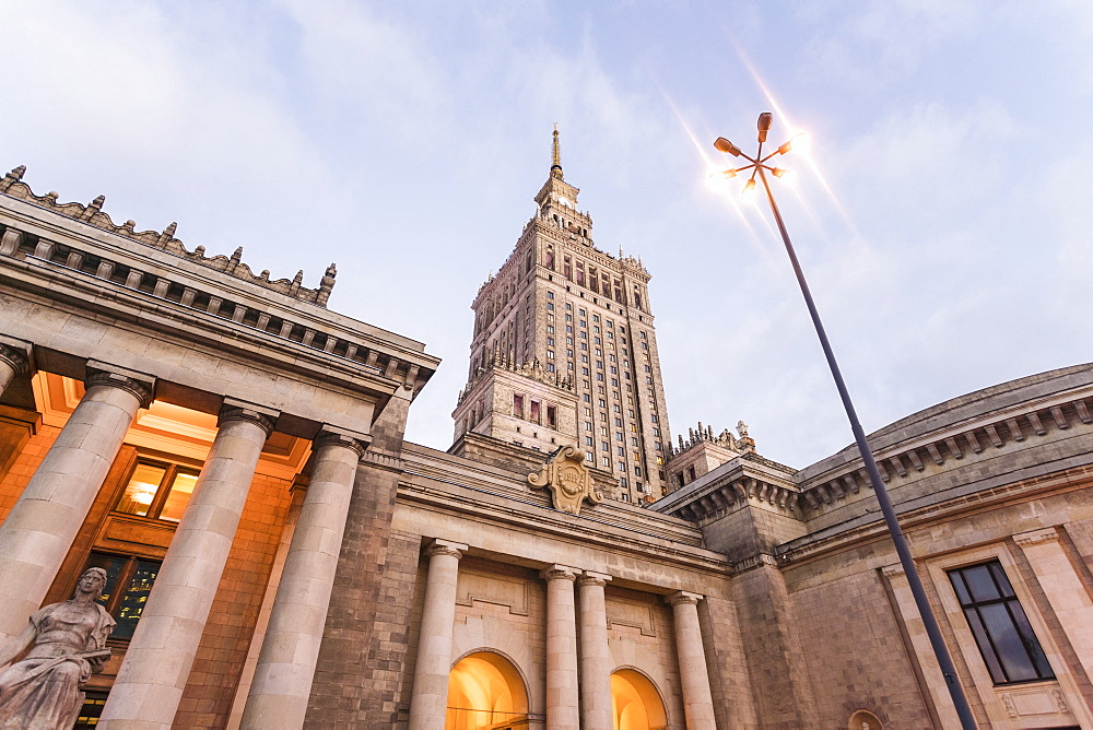 Palace of Culture and Science, Pałac Kultury i Nauki, built in the 1950's - 1300-183