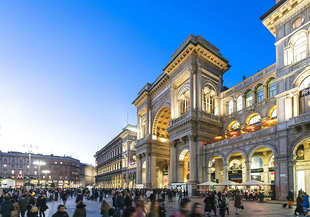 Galleria Vittorio Emanuele II at the Cathedral Square (Doumo) in Milan - 1300-221