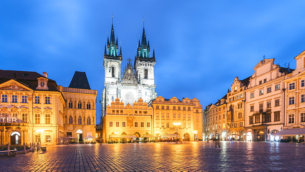 Illuminated Old Town Square with Our Lady Tyn Church at night, Prague, UNESCO World Heritage Site, Czech Republic, Europe