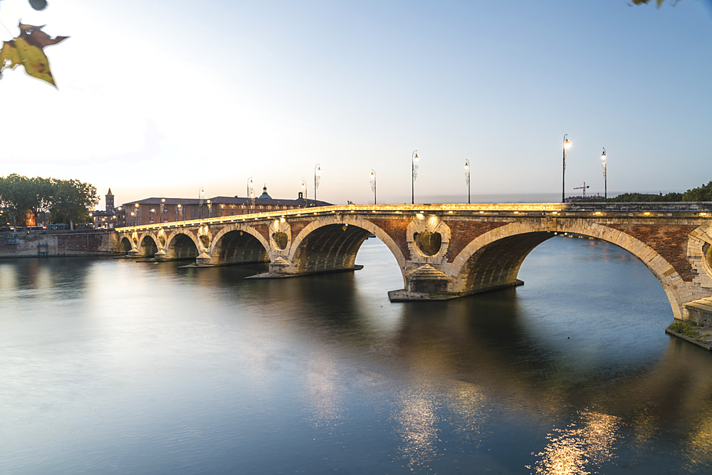 Pont Neuf (New Bridge) on the Garonne River, Toulouse, Haute-Garonne, Occitaine, France, Europe