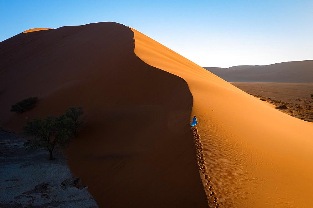 Drone shot of model Climbing Dune 13 - 1304-47