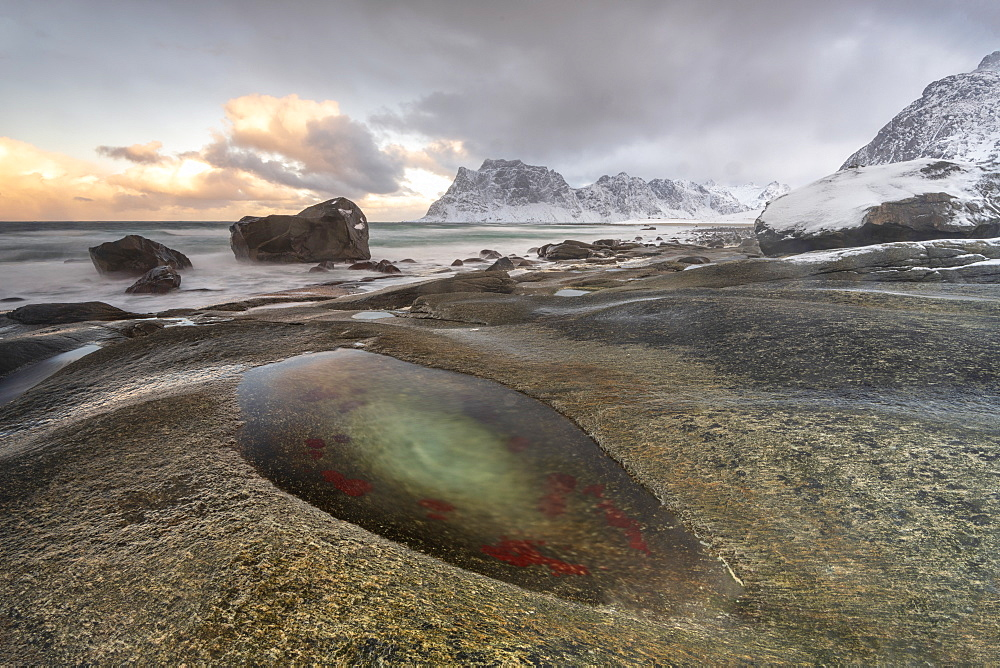 Winter at Uttakleiv Beach, Vestvagoy, Lofoten Islands, Nordland, Arctic, Norway, Europe
