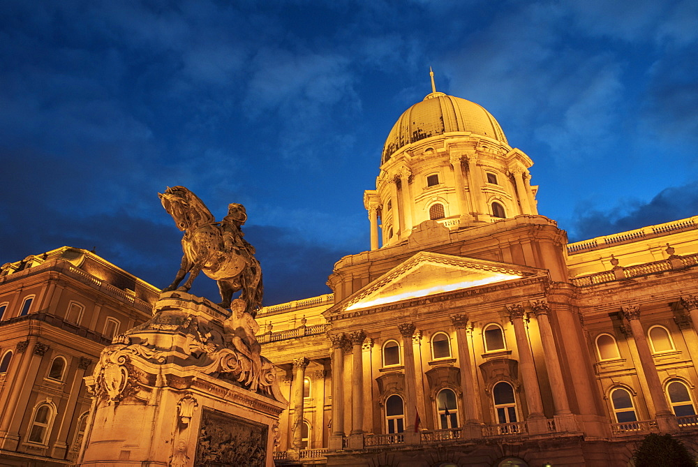 Royal Palace at night, Buda Castle, UNESCO World Heritage Site, Budapest, Hungary, Europe