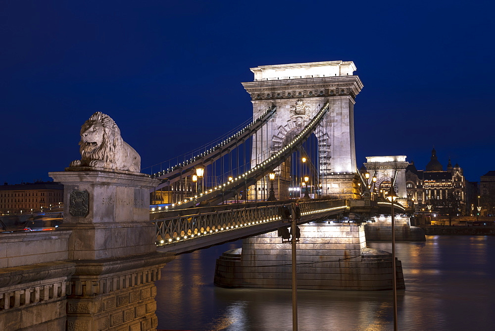The Chain Bridge at the blue hour, Budapest, Hungary, Europe