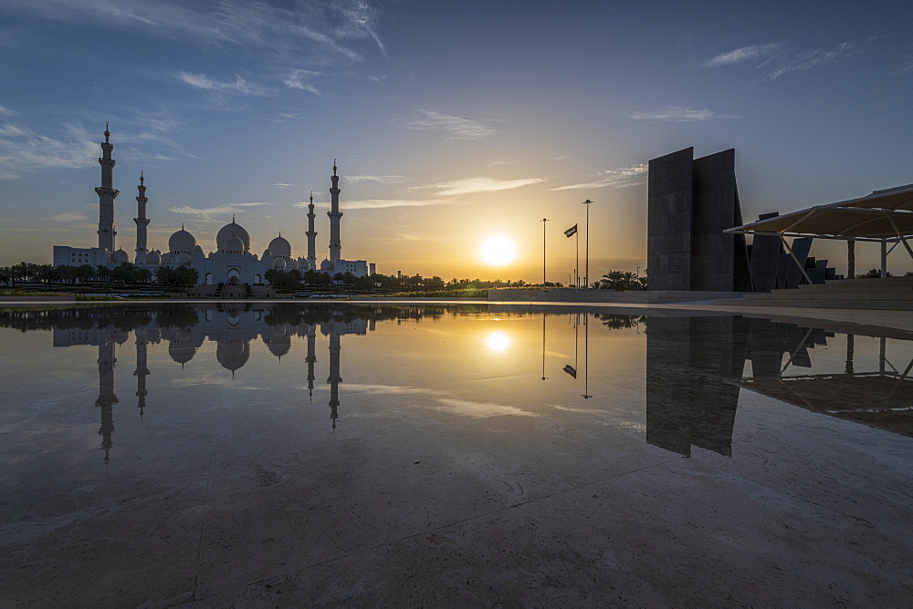 Sheikh Zayed Grand Mosque at sunset, Abu Dhabi, United Arab Emirates, Middle East