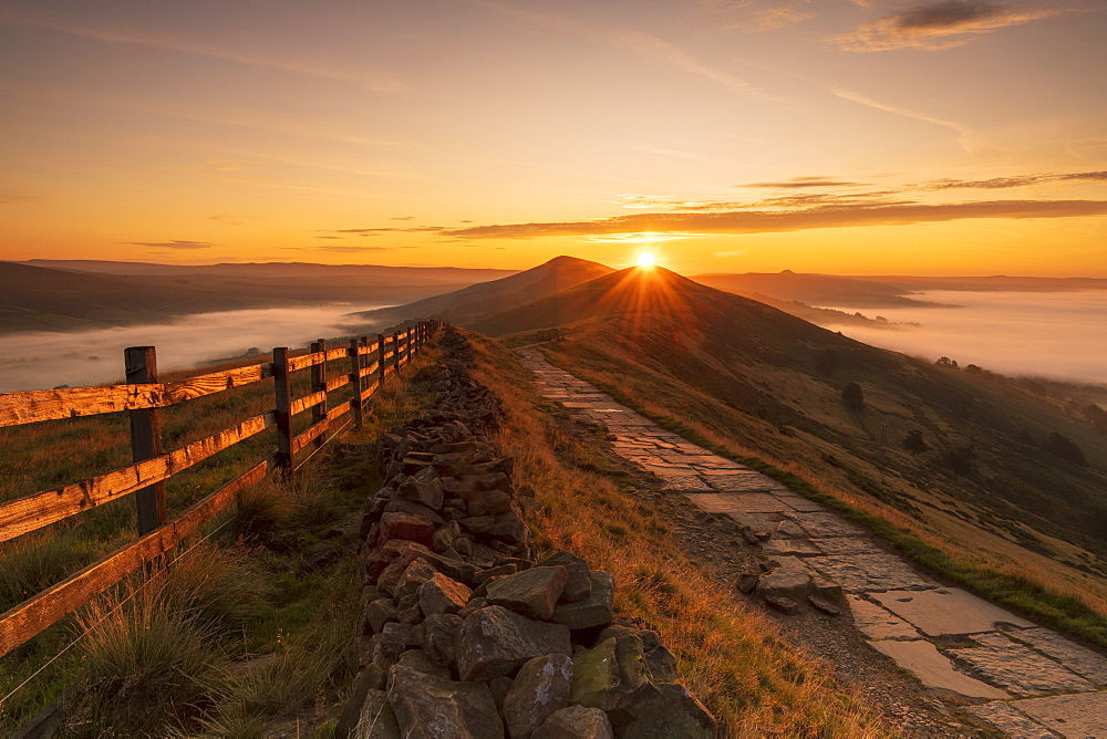 Sunrise above Lose Hill and Back Tor from Mam Tor, The Peak District National Park, Derbyshire, England, United Kingdom, Europe