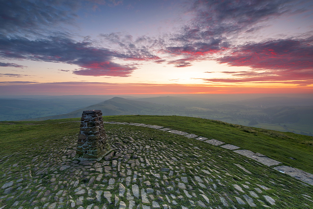 The summit of Mam Tor at sunrise, Hope Valley, Edale, Peak District, Derbyshire, England, United Kingdom, Europe