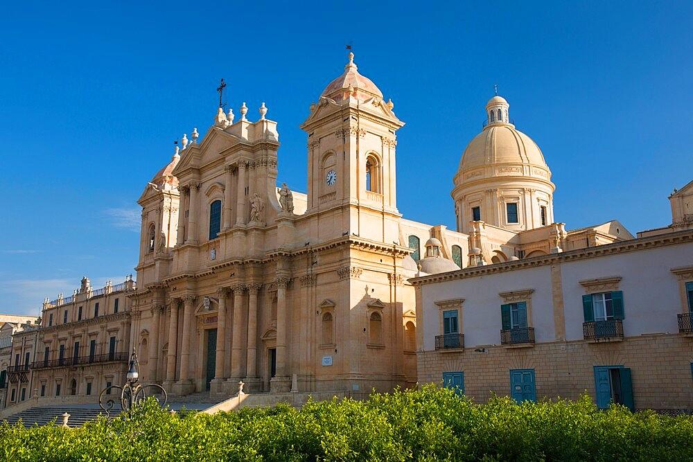 Low angle view from Corso Vittorio Emanuele of the baroque Cathedral of San Nicolo, Noto, UNESCO World Heritage Site, Syracuse (Siracusa), Sicily, Italy, Europe - 1310-114