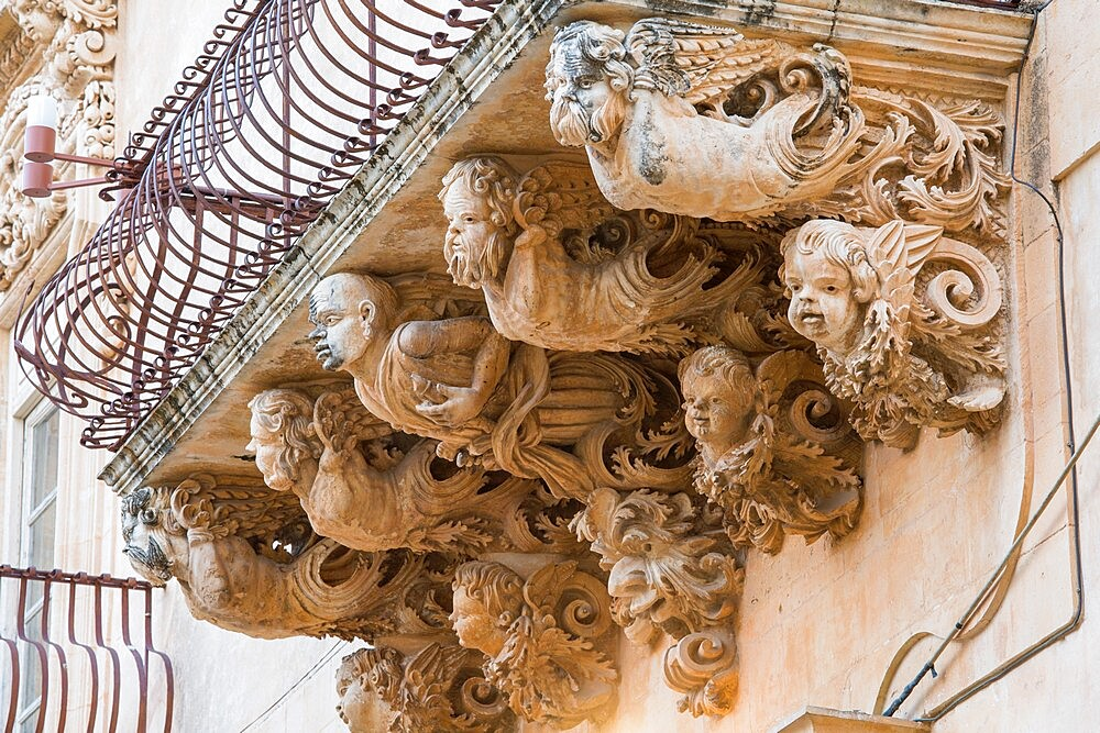 Grotesque figures supporting balcony on the baroque Palazzo Nicolaci di Villadorata, Noto, UNESCO World Heritage Site, Syracuse (Siracusa), Sicily, Italy, Europe