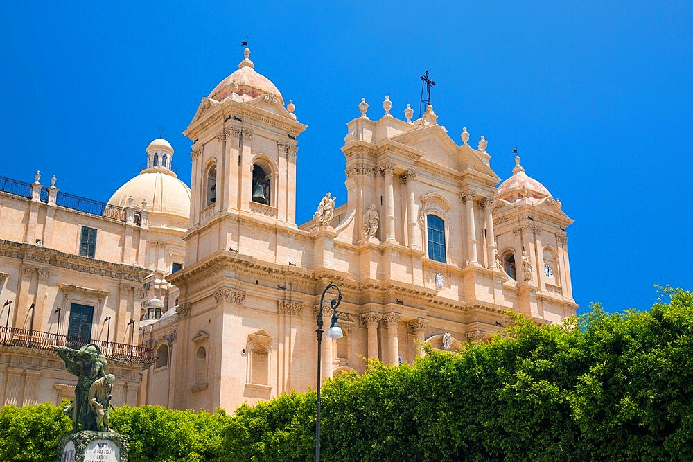 Low angle view from Corso Vittorio Emanuele of the baroque Cathedral of San Nicolo, Noto, UNESCO World Heritage Site, Syracuse (Siracusa), Sicily, Italy, Europe