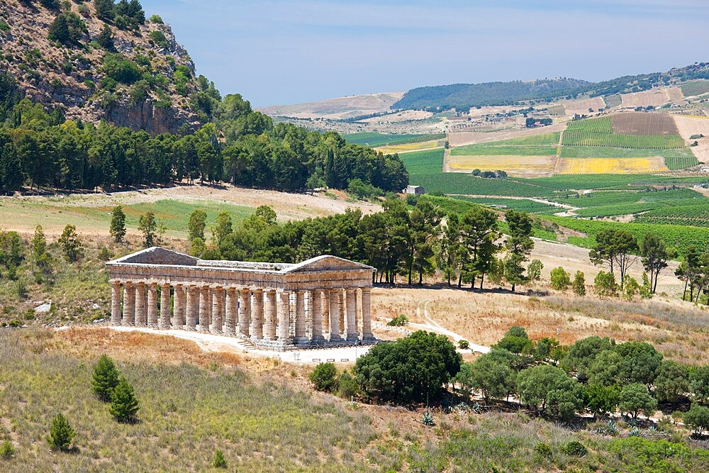 Magnificent Doric temple amongst rolling hills at the ancient Greek city of Segesta, Calatafimi, Trapani, Sicily, Italy - 1310-173
