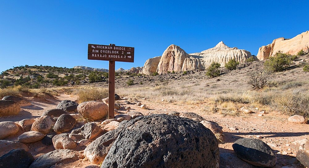 Signpost at junction of the Hickman Bridge, Rim Overlook and Navajo Knobs Trails, Fruita, Capitol Reef National Park, Utah, USA - 1310-241