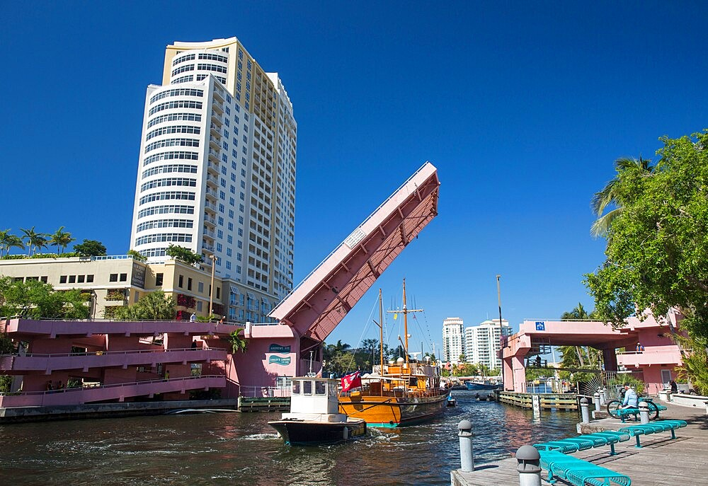 Boats on the New River passing beneath Andrews Avenue drawbridge, Downtown, Fort Lauderdale, Florida, USA - 1310-264
