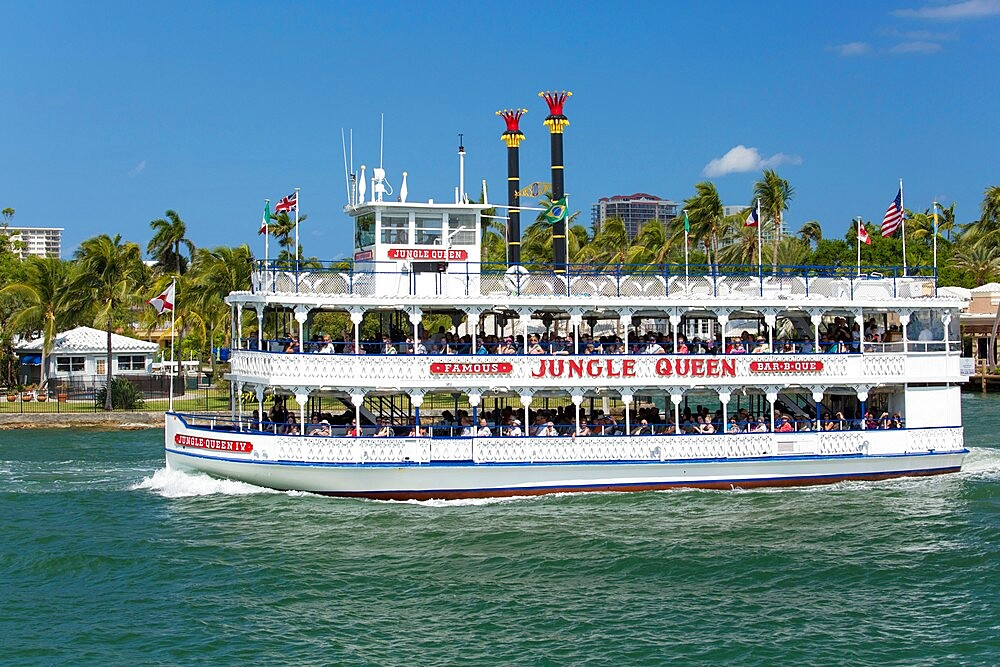 Historic riverboat, the 'Jungle Queen', cruising along the Intracoastal Waterway, Fort Lauderdale, Florida, USA - 1310-271