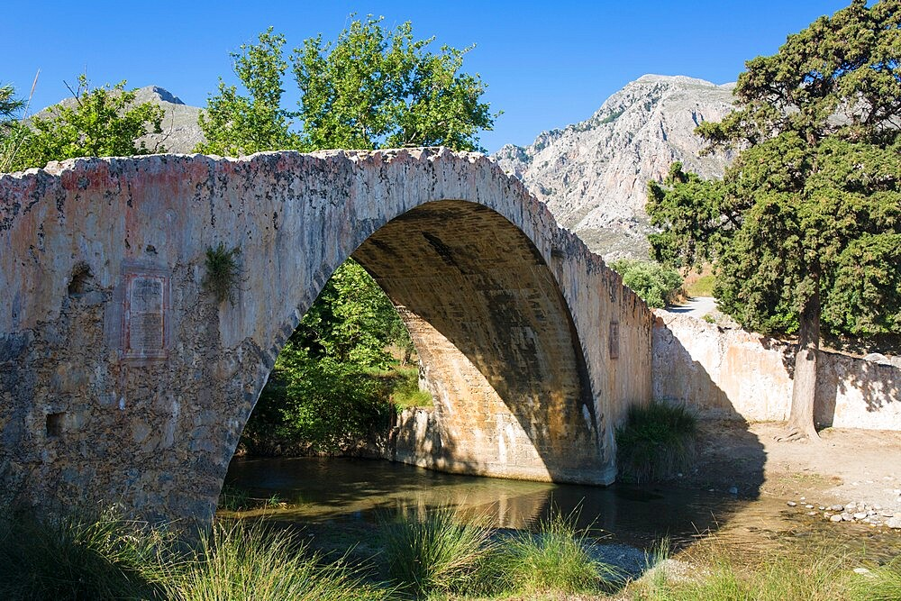 Ancient stone bridge over the Megalopotamos River, Preveli, near Plakias, Rethymno (Rethymnon), Crete, Greek Islands, Greece, Europe
