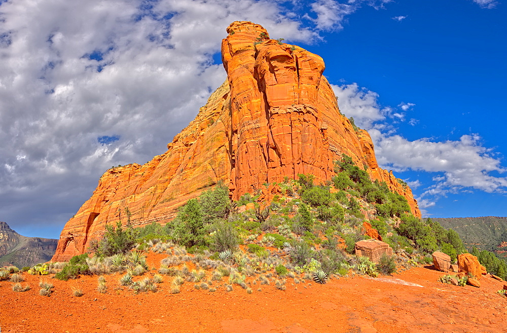 Close up of the eastern half of Mitten Ridge, accessible by way of the Hangover Trail, Sedona, Arizona, United States of America, North America - 1311-81
