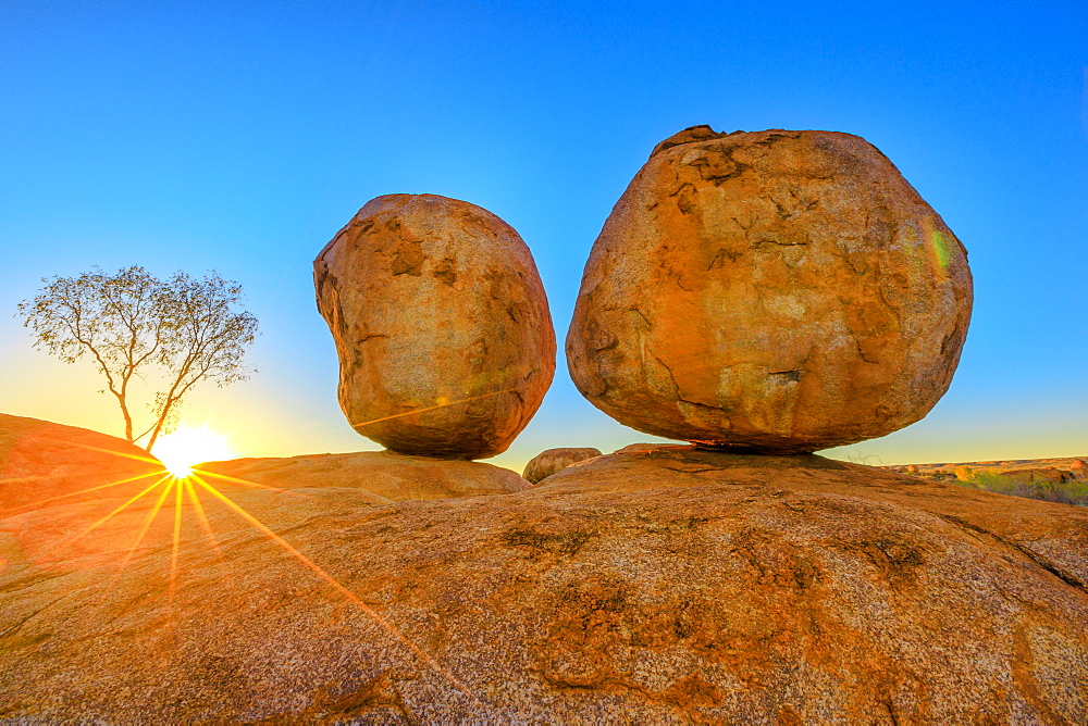Sunset light rays at Devils Marbles, the Eggs of mythical Rainbow Serpent, at Karlu Karlu (Devils Marbles) Conservation Reserve. Outback, Red Centre, Northern Territory, Australia, Pacific - 1314-145
