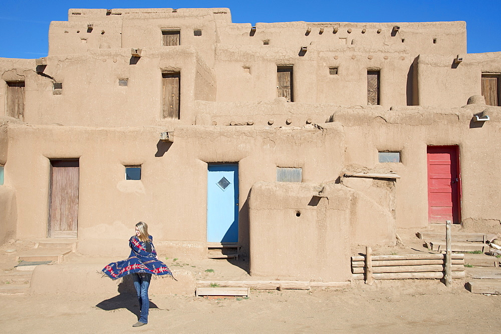 Woman visitor at Taos Pueblo, UNESCO World Heritage Site, Taos, New Mexico, United States of America, North America - 1315-132