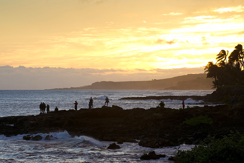 Watching the sunset along the southern coast of Kauai, Hawaii, United States of America, North America - 1315-267