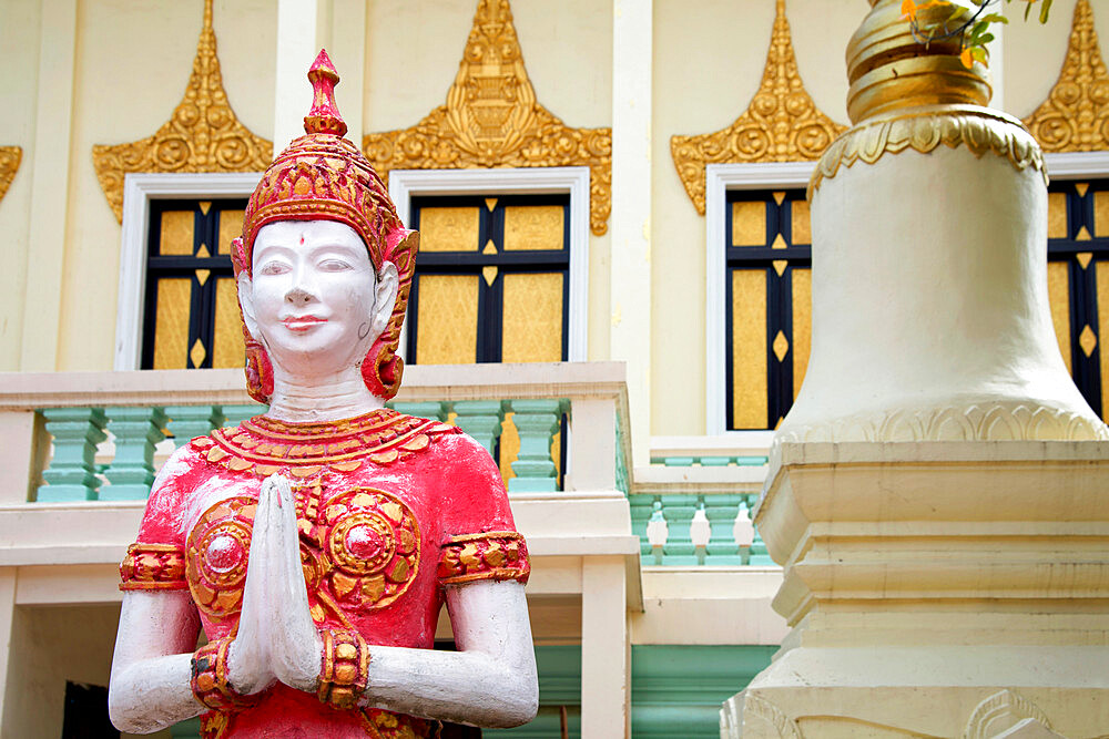 Buddhist statue outside a temple in Phnom Penh, capital of Cambodia, Indochina, Southeast Asia, Asia