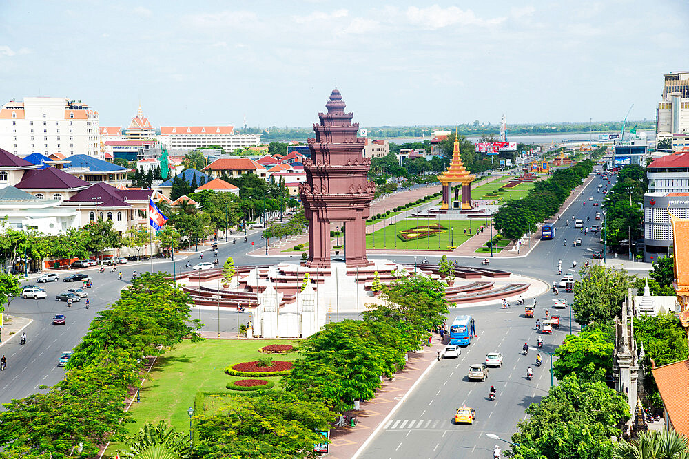 Overlooking Independence Monument and Tonle Sap River, Phnom Penh, Cambodia, Indochina, Southeast Asia, Asia - 1315-290