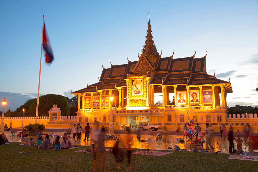 Royal Palace complex at twilight, Phnom Penh, Cambodia, Indochina, Southeast Asia, Asia