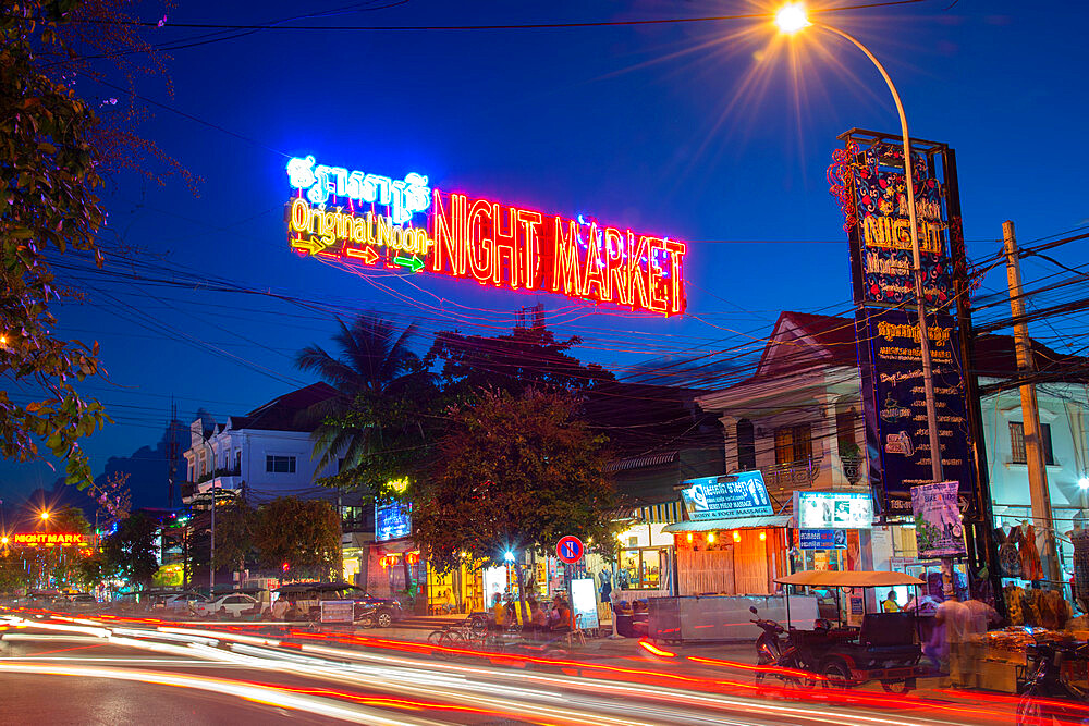 Pub Street, a night life hotspot, at night, in Siem Reap, Cambodia, Indochina, Southeast Asia, Asia - 1315-294