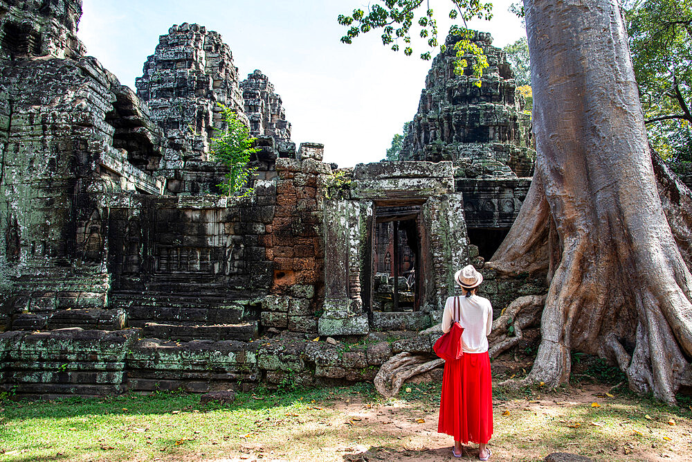 A female tourist stands in front of ruins at the Angkor archaeological complex, UNESCO World Heritage Site, Siem Reap, Cambodia, Indochina, Southeast Asia, Asia - 1315-299
