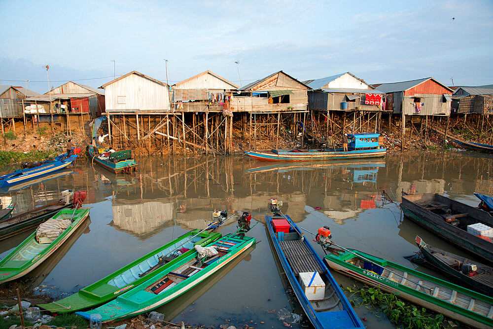 Houses on stilts at Tonle Sap Lake, Cambodia, Indochina, Southeast Asia, Asia - 1315-320