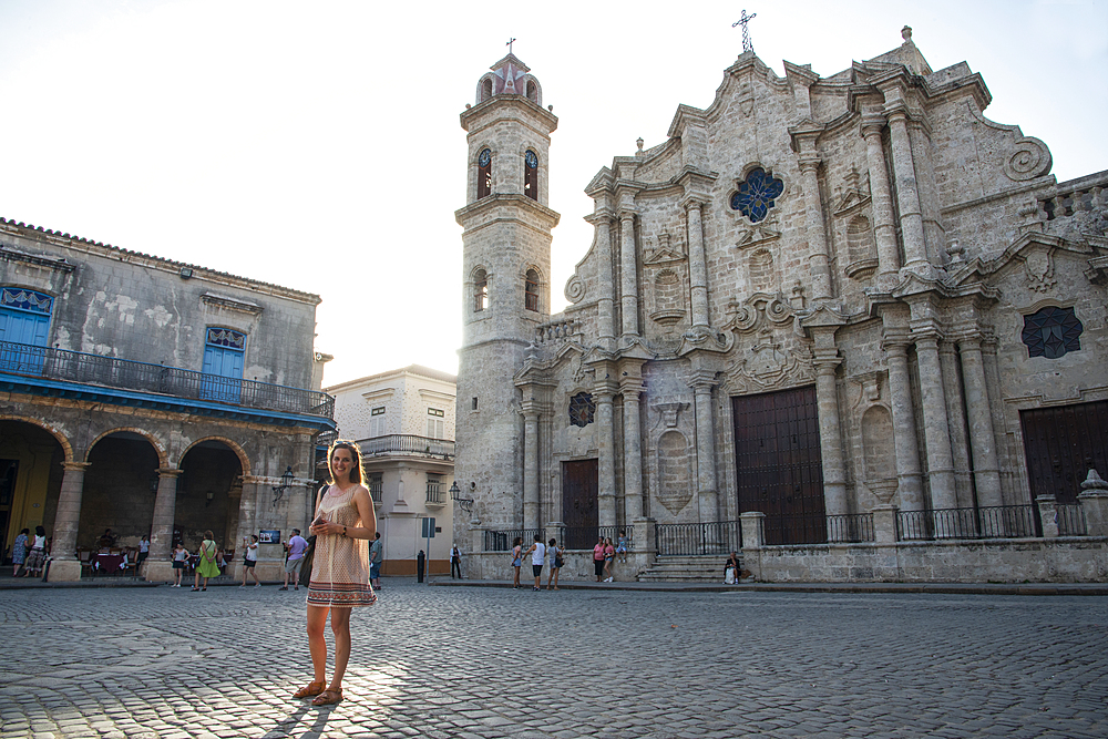 Tourist in Cathedral Square (Plaza de la Catedral) in Old Havana, UNESCO World Heritage Site, Havana, Cuba, West Indies, Caribbean, Central America