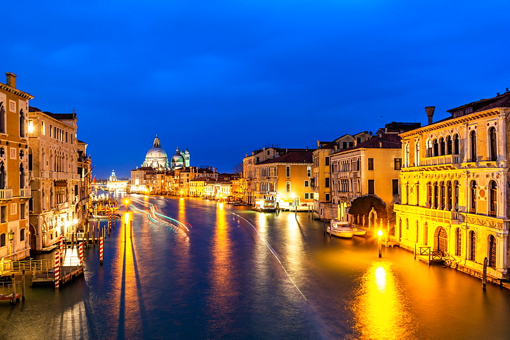 Grand Canal and Basilica Santa Maria della Salute, Venice, UNESCO World Heritage Site, Veneto, Italy, Europe