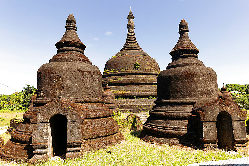 Three stupas of Ratanabon temple with clear blue sky behind, Mrauk U, Rakhine, Myanmar (Burma), Asia