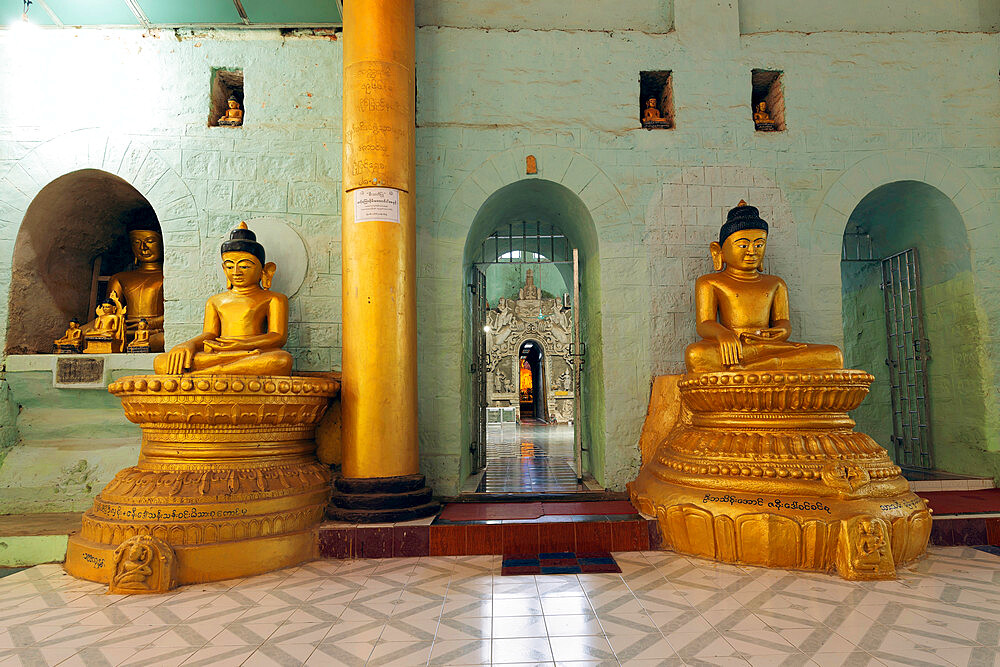 The central hall of Shitthaung temple, showing a few of the many hundreds of Buddha statues there, Mrauk U, Rakhine, Myanmar (Burma), Asia