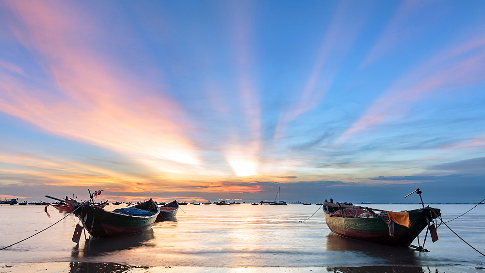 Sunset from Front beach, Vung Tau with pink clouds and small fishing boats in the foreground, Vung Tau, Vietnam, Indochina, Southeast Asia, Asia - 1317-9