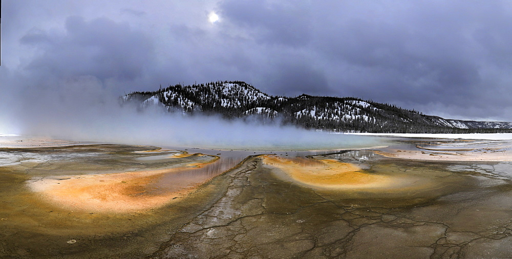 Grand Prismatic Spring and bacterial mats, Midway Geyser Basin, Yellowstone National Park, Teton County, Wyoming, United States of America, North America