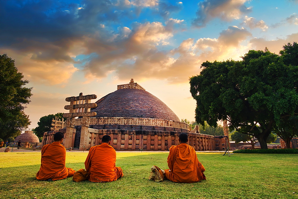 Sanchi Stupa is a Buddhist complex, famous for its Great Stupa, in the State of Madhya Pradesh, India.