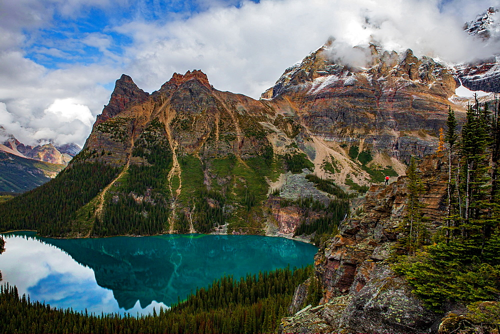 Lake O'Hara, and man looking over the edge on the far right side of the cliff, Yoho National Park, UNESCO World Heritage Site, British Columbia, Canada, North America