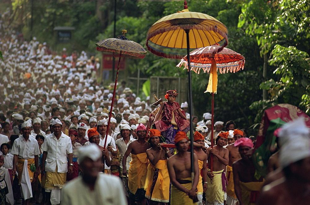 Hindu procession, Bali, Indonesia, Southeast Asia, Asia - 142-6257