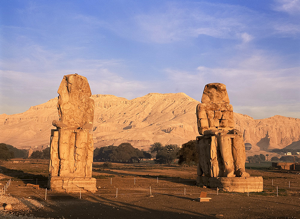 Colossi of Memnon, West Bank of the Nile, Thebes, UNESCO World Heritage Site, Egypt, North Africa, Africa