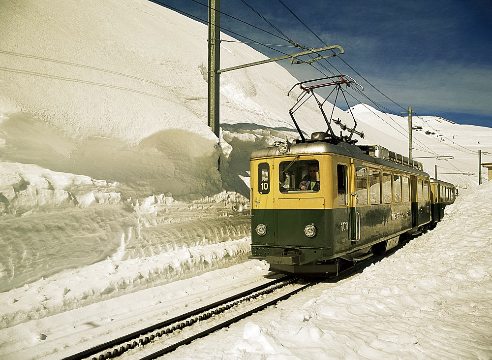 Wengen ski train, Bernese Oberland, Swiss Alps, Switzerland, Europe
