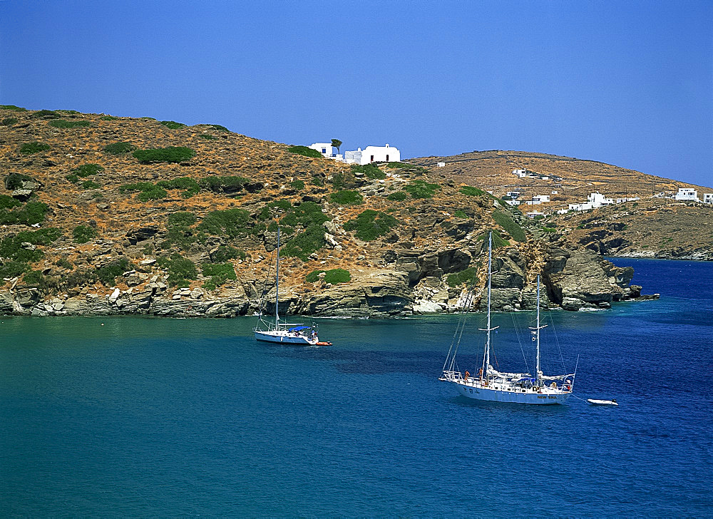 Coastline and boats in the Bay of Apokofto on Sifnos, the Cyclades, Greek Islands, Greece, Europe