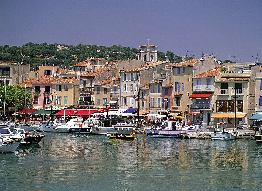 Boats in the harbour and waterfront, Cassis, Cote d'Azur, French Riviera, Provence, Mediterranean, France, Europe